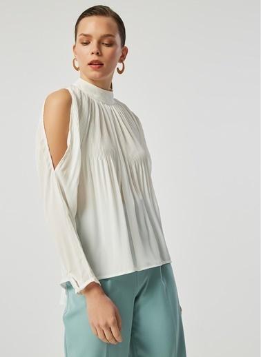 Monamoda Piliseli Omuzları Açık Şifon Bluz Beyaz